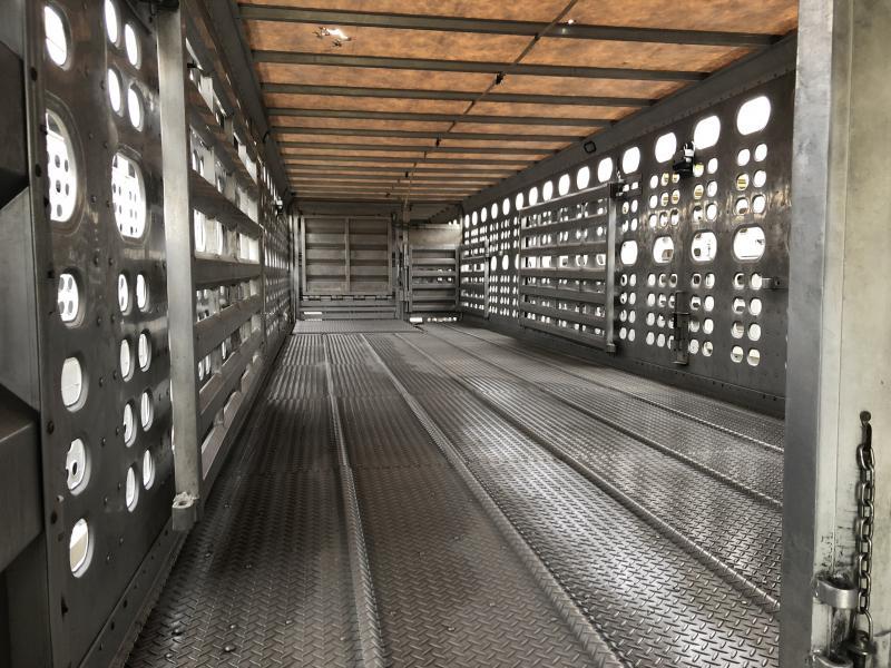 """Used 2009 EBY 52'X102""""X13'5"""" Bull Ride Livestock Semi Trailer"""