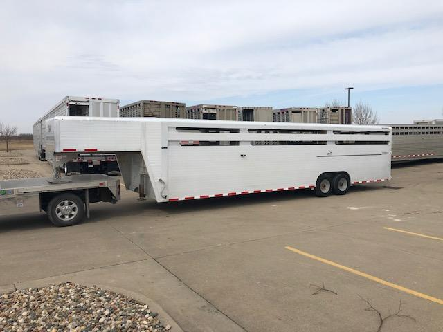 2015 Hillsboro Industries Endura Livestock Trailer in Ashburn, VA