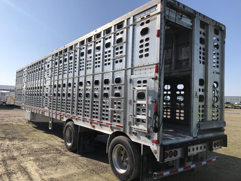 """2000 Wilson 53'x102""""x13'5"""" Drop Floor Semi Livestock Trailer"""