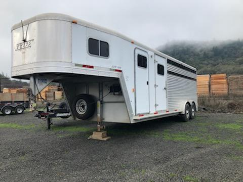 2002 Exiss Trailers 4 HORSE GOOSENECK STOCK COMBO Trailer