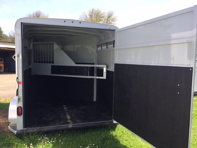 2018 Thuro-Bilt 2H Wrangler Plus Horse Trailer
