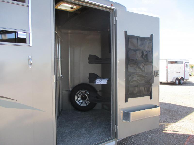 2019 Titan Trailers royal Horse Trailer 3 horse