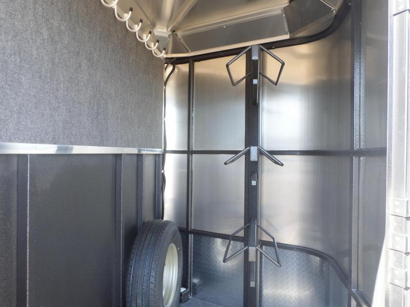 2018 Logan Coach Crossfire Horse Trailer