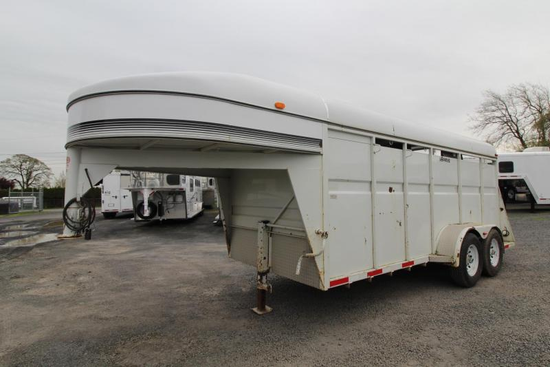 2000 Apache GN W/ Tack Room 3 Horse Trailer in Ashburn, VA