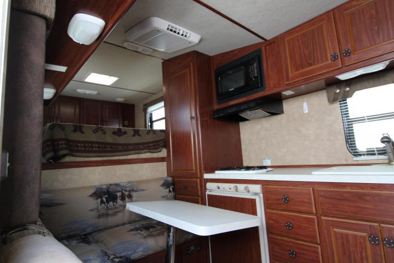 2007 Silver Lite 4 Horse 8' SW LQ Trailer - Full Stud Wall - Aluminum - Rear Tack -  Extra Roomy Head Area in Gooseneck
