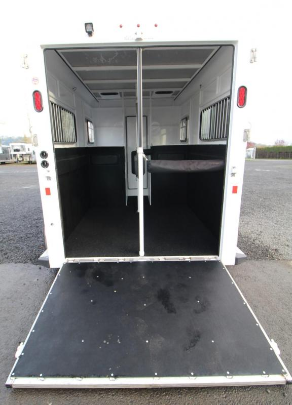 LIKE NEW 2017 Trails West Royale SxST Warmblood 2 Horse Straight Load Trailer