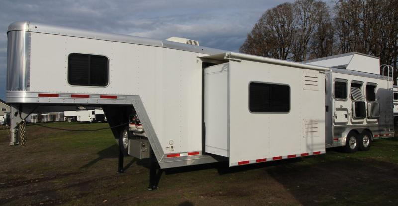 2019 Featherlite 9821 LQ - 15ft  w/ Slide Premium Interior 4 Horse Trailer PRICE REDUCED $2050