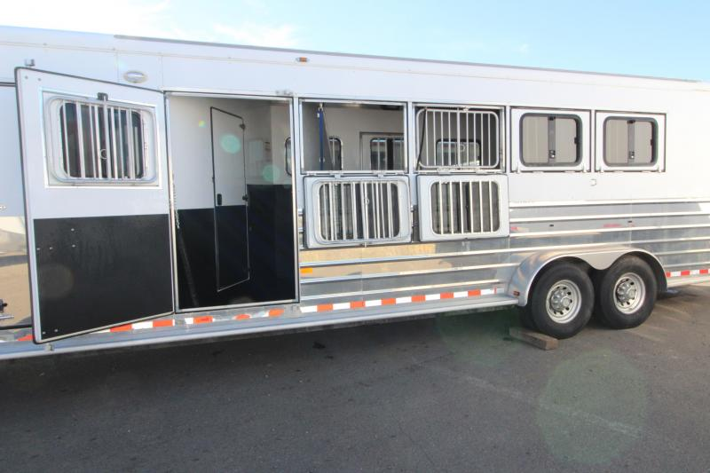 2006 Sundowner  Sunlite 727 - 5 Horse Trailer - Two Stud Walls - Two Drop Down Tail Side Windows - Escape Door - Rear Ramp -