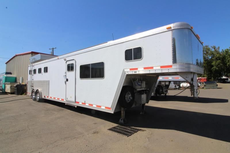 2000 Featherlite 11' SW Living Quarters 4 Horse Trailer - Mangers - Easy Care Flooring - Dinette - Lined and Insulated Horse Area - Hay Rack