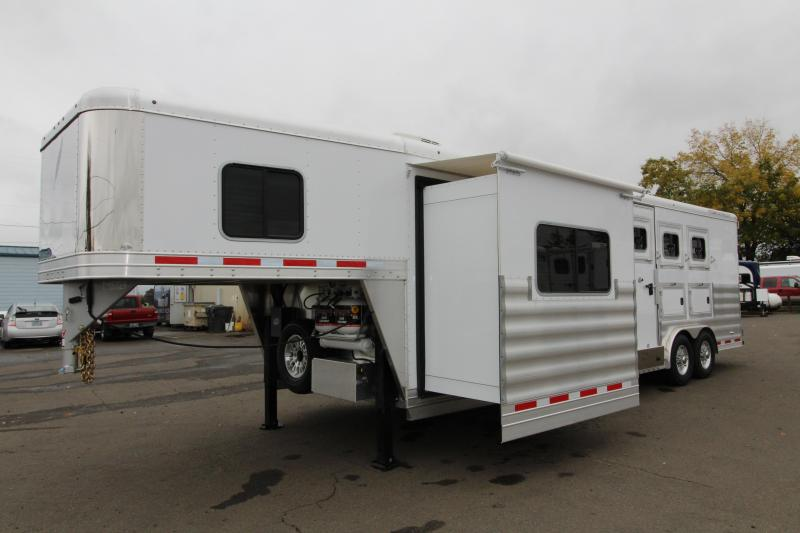 2018 Featherlite 3 Horse 11' SW Living Quarters w/ Slide Out - Generator Ready - GORGEOUS MUST SEE INTERIOR - Upgraded Easy Care Flooring - Mangers - Stud Wall - Swing Out Saddle Rack - PRICE REDUCED