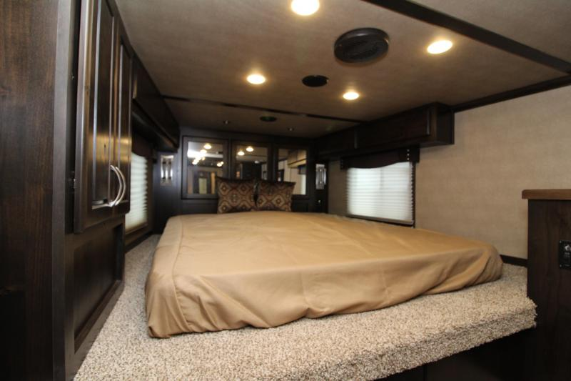 2018 Featherlite 3 Horse 11' SW Living Quarters w/ Slide Out - Generator Ready - GORGEOUS MUST SEE INTERIOR - Upgraded Easy Care Flooring - Mangers - Stud Wall - Swing Out Saddle Rack