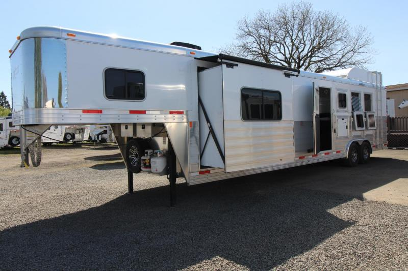 2018 Exiss Endeavor 8414 - 14' short wall LQ - Dinette and Sofa - 4 Horse Trailer - Hayrack PRICE REDUCED $2000 in Garibaldi, OR