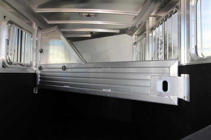 2018 Featherlite 9409 - 3 Horse Trailer - All Aluminum - Champagne Exterior Color PRICE REDUCED $1290