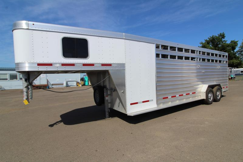 2019 Featherlite 8413 Stock Combo 24ft All Aluminum Trailer - Tack Room w/ 4 Place Saddle Rack - Solid Center Gate