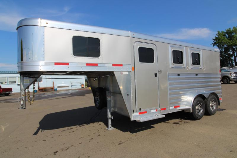 2019 Exiss 7200 - GN Slant Load 2 Horse Trailer Stud Divider Easy Care Flooring Upgraded Side Sheets - Champagne - REDUCED DUE TO BLEMISH SEE PHOTOS