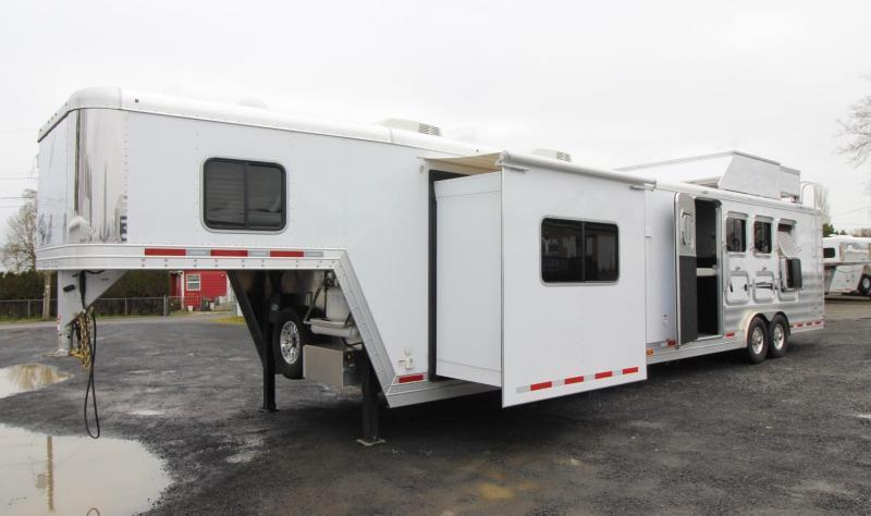 2019 Featherlite 9821- 17ft w/ Slide - GENERATOR - 4 Horse Living Quarters Trailer - Haypod & More! PRICE REDUCED $9000