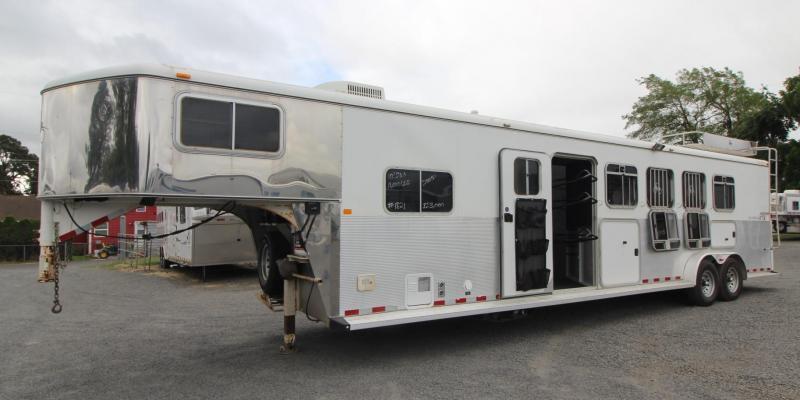 2005 Logan Coach Aluminum XTR w/ Mid Tack 4 Horse Trailer 8ft SW Living Quarters Trailer