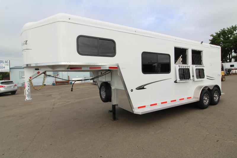 2020 Trails West Classic 2 Horse Trailer - Comfort package - Drop down feed windows - Sidetack - Axle upgrade