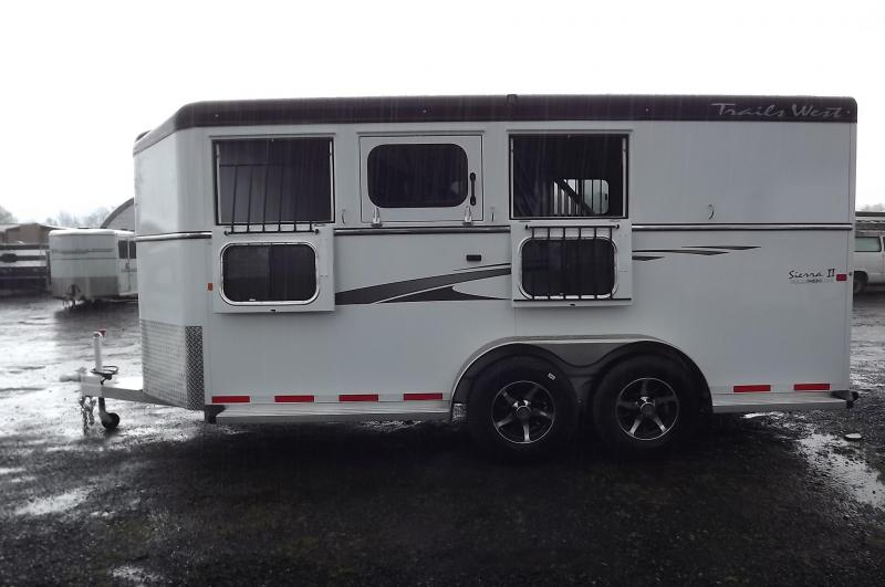 2017 Trails West Sierra SpeciALite Convenience Pkg - Rubber ilo Carpet 3 Horse Trailer PRICE REDUCED $150
