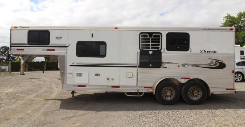 2003 Silverado Deluxe Showman 8ft sw Living Quarters 2 Horse Trailer