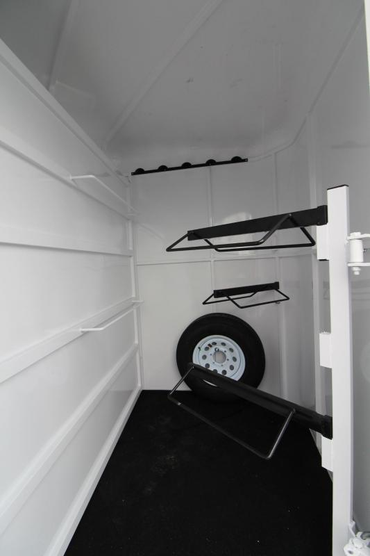 2018 Fabform Vision 3 Horse Trailer - W/ Load Light - Swing out Saddle Rack - Spare tire