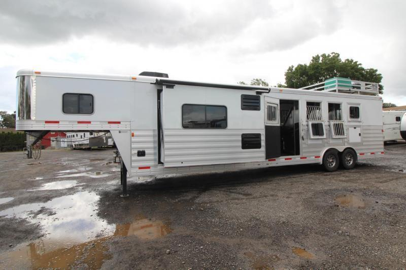 LIKE NEW 2017 Exiss Endeavor 8414 W/ Slide out - PRICE REDUCED $7000!! - Hayrack - Generator - 14 ft short wall - LIKE NEW!!! 4 Horse Living Quarters Trailer