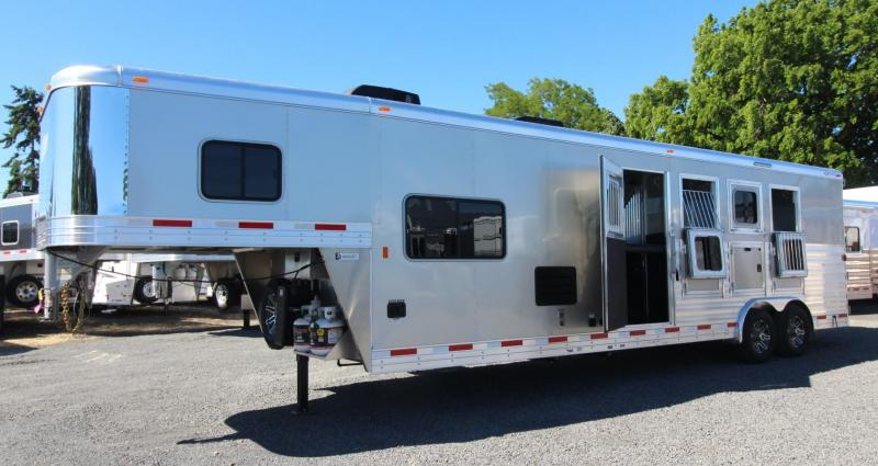 2018 Exiss Endeavor 8410 - 10' SW Living Quarters 4 Horse Trailer - Lined & Insulated Horse Ceiling PRICE REDUCED $1000 in Astoria, OR