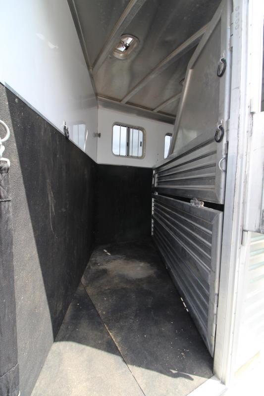 2004 Featherlite 3 Horse Trailer w/ Insulated Dressing room - Ramp - Escape door