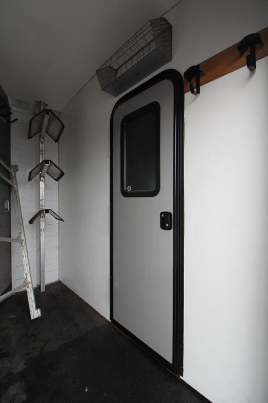 2000 Jamco 10' Living Quarters 3 Horse 8' Wide Trailer *Price Reduced * - Mid tack - Stud Divider - Ramp