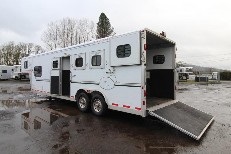 2000 Jamco 10' Living Quarters 3 Horse 8' Wide Trailer - Mid tack - Stud Divider - Ramp