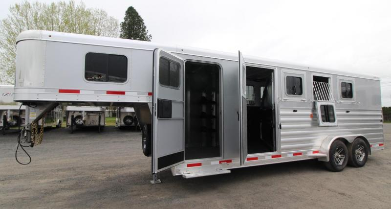 2019 Exiss 7400 - Easy Care Flooring - Aluminum 4 Horse Trailer w/ LARGE Dressing Room & Rear Tack