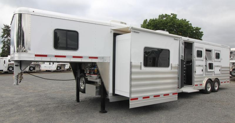 2018 Featherlite 9821 - 11ft sw 4 Horse Living Quarters Trailer