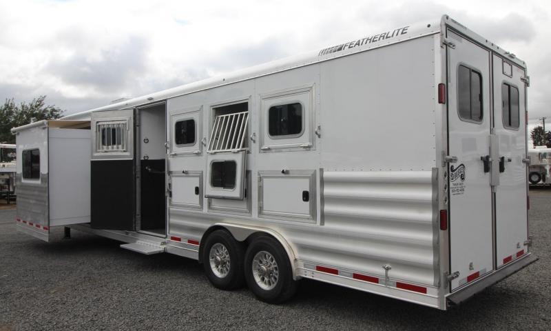2018 Featherlite 9821 - 11ft sw 4 Horse Living Quarters Trailer