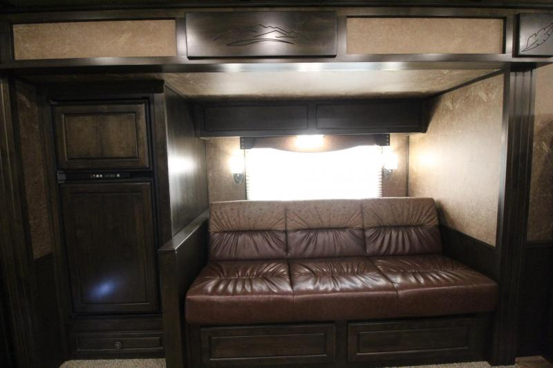 2019 Featherlite 9821 Legend 15 w/ Slide Premium Interior 4 Horse Trailer