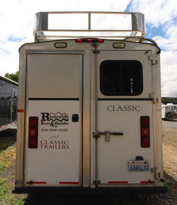 2004 Classic Gold Series 6' short wall living quarters 4 Horse Trailer