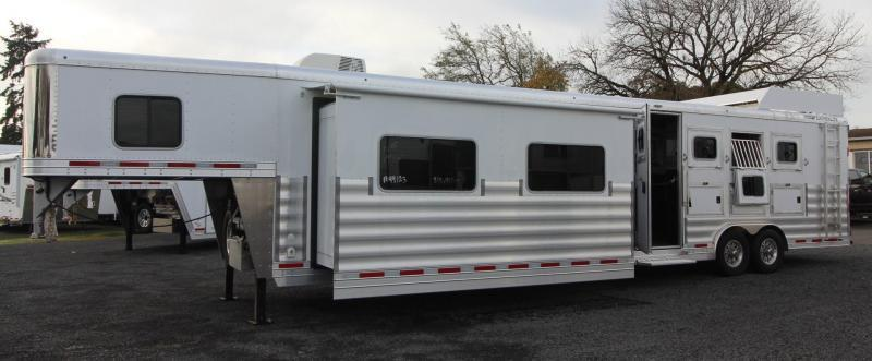 2018 Featherlite 9821 Liberty 17' Short Wall w/ super slide - 4 Horse Trailer - Hay rack and ladder PRICE REDUCED $8000