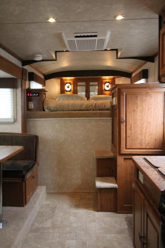 2007 Circle J Mirage 10ft SW Living Quarters 3 Horse Trailer Price Reduced $2000