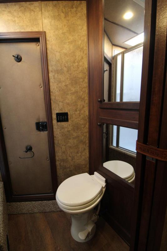 2019 Exiss Escape 7410 Living Quarters w/ 10ft short wall - Slide Out - Dinette - 4 Horse Trailer PRICE REDUCED