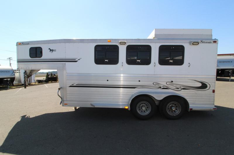 2000 Silverado 3 Horse w/ Hayrack and Awning Aluminum Horse Trailer