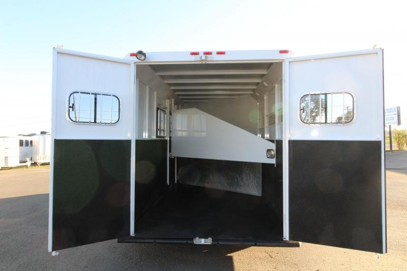 2004 Trails West Santa Fe 3 Horse Comfort Package - Side Tack - First Stall Stud Wall - Sink & Heat in GN Area!