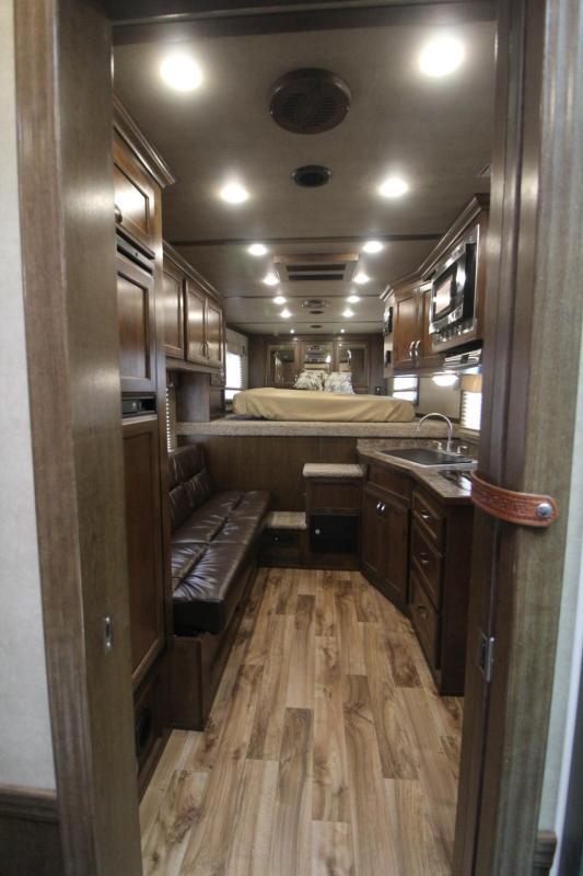 2018 Featherlite 9821 Liberty Legend 11ft Short Wall 3 Horse Trailer Easy Care Flooring Stud Divider