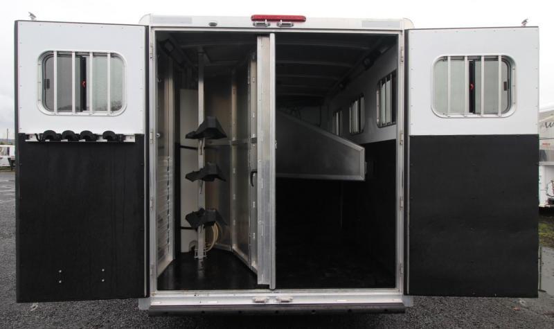 2011 Exiss 8ft sw LQ 3 Horse Trailer w/ Sierra Interior