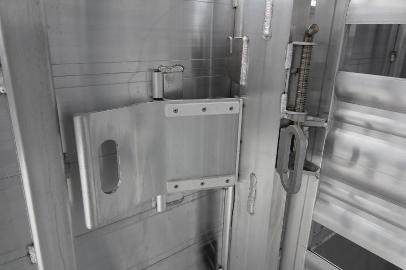 2019 Featherlite 8127 All Aluminum 30ft Triple Axle Livestock Trailer - Dual Center Gates