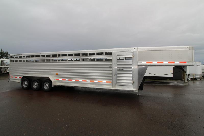 2019 Featherlite 8127 All Aluminum 30ft Triple Axle Livestock Trailer - Dual Center Gates