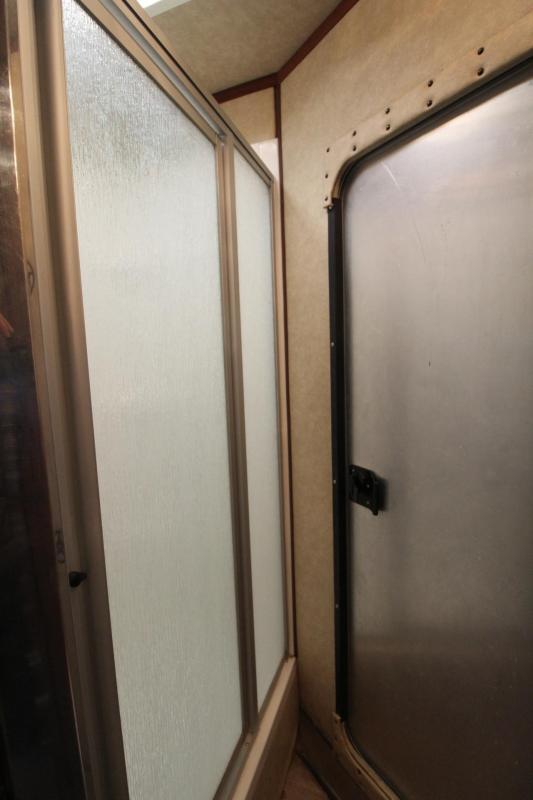 2007 Logan Coach Aluminum XT 4 Horse Trailer - Mid Tack w/ fold down bunks - 8'sw Living Quarters