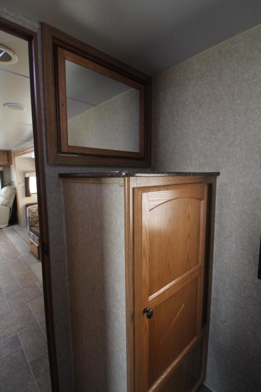 2011 Dutchmen 28ft Travel Trailer W/ Sofa - Dinette - 2 recliners - REDUCED PRICE