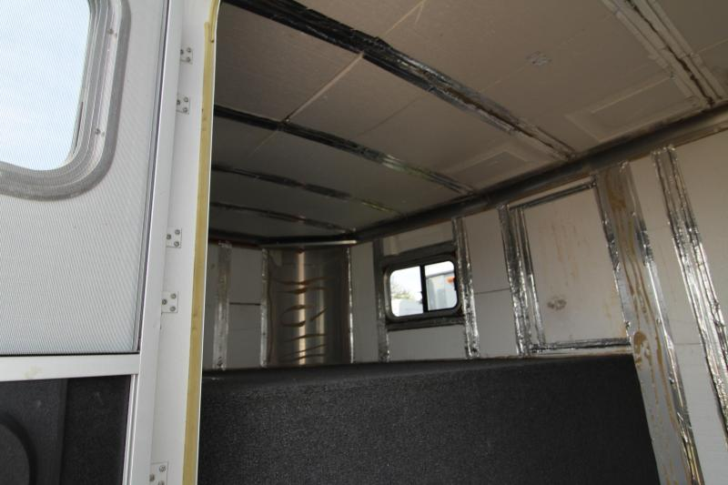 2002 Exiss  Goosneck with Mid Tack 4 Horse Trailer - All Aluminum  - Awning - Stud Wall - Rear Tack