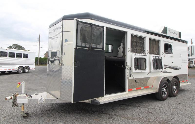 2016 Trails West Sierra Select w/ Hay Rack - Stud dividers 4 Horse Trailer - Seamless Aluminum vacuum Bonded walls
