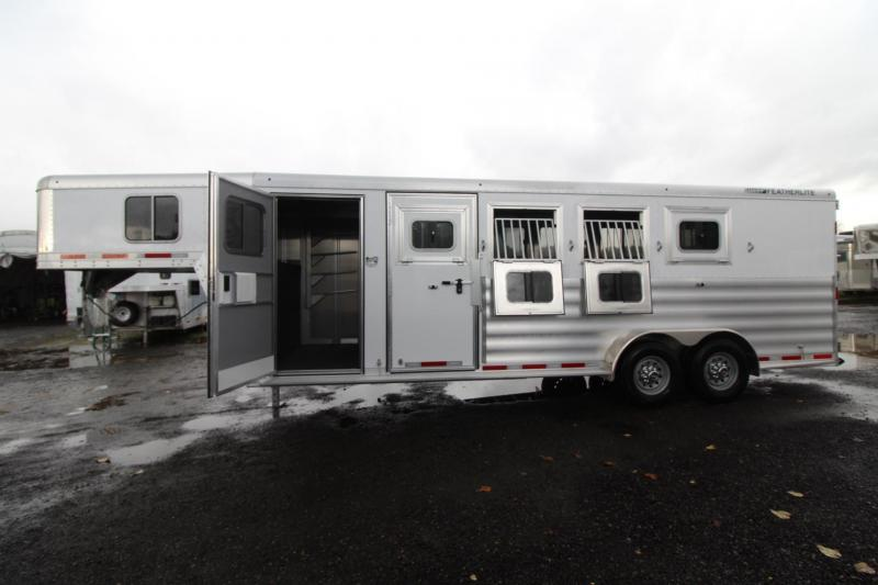 2018 Featherlite 8542 -Upgraded Windows - Rear Tack - 4 Horse Trailer PRICE REDUCED in Garibaldi, OR
