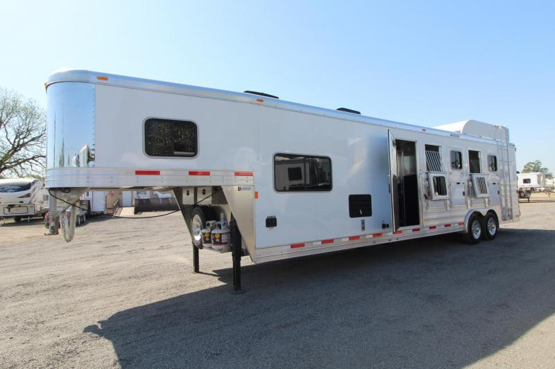 2018 Exiss Endeavor 8510 - 10' Short Wall LQ - Fold Down Bunk Bed - Polylast Flooring - 5 Horse Trailer PRICE REDUCED $2000 in Garibaldi, OR